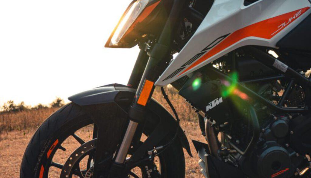 Motorrad - sumit-saharkar-XE_UVHorJKU-unsplash