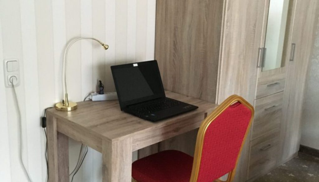 Schreibtisch Pension (1)