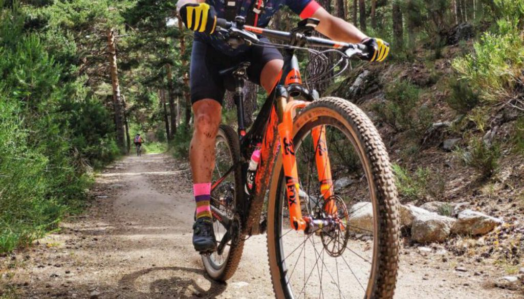 Fahrrad - Mountainbike - daniel-llorente-__nBeM-GqFo-unsplash