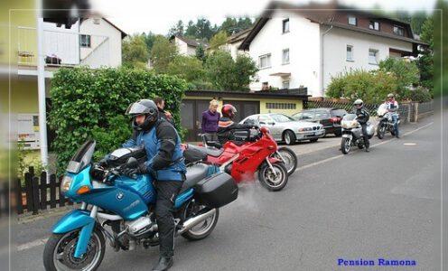 Motorrad Gruppe Übernachtung